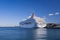 横浜港 大桟橋に停泊する大型客船
