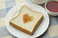 ハートの形に焼けた食パン