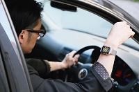 アップルウォッチをつけている日本人男性 時計