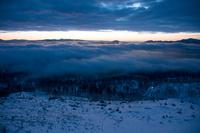 北海道 美幌峠より夜明けの雲海に覆われた屈斜路湖