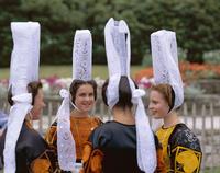 フランス ブルターニュ地方 民族衣装を着た若者