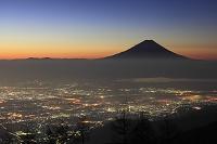 山梨県 富士山と甲府盆地の夜景