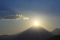 山梨県 上高下 元旦の朝のダイアモンド富士