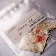 サンプル袋内の血のついた布