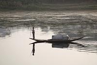 船を漕ぐ人 歙県