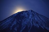 静岡県 朝霧高原 月の出の富士山