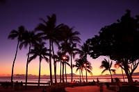 ハワイ ワイキキの夕暮れ