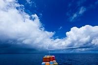 スコールと貨物船