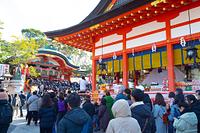 京都府 初詣客で賑わう伏見稲荷大社