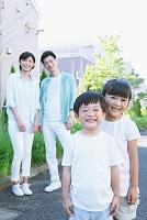 住宅街と家族