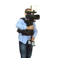 ステディカムを使うカメラマン