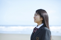 海辺の女子高生