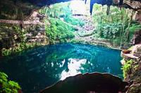 メキシコ ユカタン 洞窟と湖水