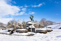 雪の最上義光騎馬像