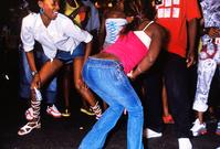 ジャマイカ パサパサのイベントで踊る女性