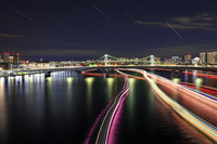 東京都 レインボーブリッジ 屋形船の光跡