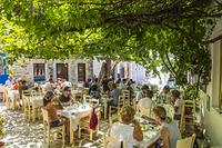 ギリシャ レストランのテラス席