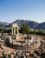 ギリシャ デルフィのアテナ神域の円形神殿
