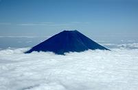 山梨県 雪の無い富士山と雲 撮影高度3,300m