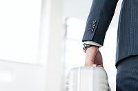 鞄を持つビジネスマン