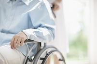 車椅子に乗る患者