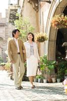 旅行中の中高年日本人夫婦
