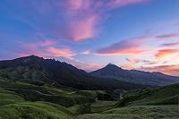 熊本県 箱石峠から望む夕焼けの阿蘇山