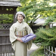 着物のシニア日本人女性