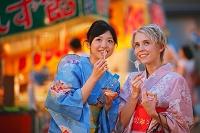 浴衣の日本人女性たち
