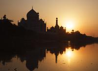 インド アーグラ タージ・マハルとヤムナー河 夕陽