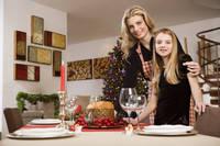 クリスマスディナーを準備する外国人