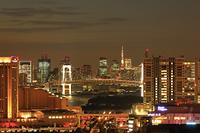 東京都 お台場とレインボーブリッジ 夜景