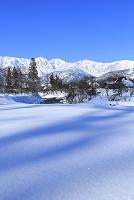 長野県 朝の白馬三山と姫川沿いの雪景色