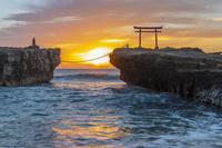 静岡県 朝の白浜神社の鳥居