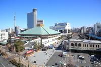 国技館と両国駅