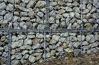土砂崩れ防止の石積み