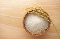 御椀に入った米と稲穂