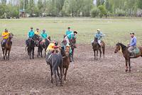 キルギス 騎馬