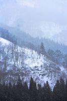 福島県 大沼郡 金山町 奥会津 雪景色の山並み