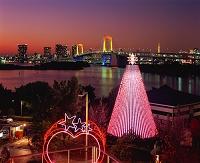 東京都・お台場 クリスマスイルミネーションとレインボーブリッジ