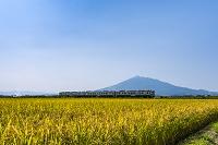 青森県 五能線と岩木山
