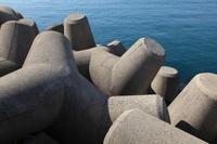 消波ブロックと海