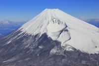静岡県 上空から見る富士山と宝永火口