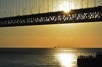 明石 舞子公園 夕日と明石海峡大橋