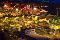 夜の青海コンテナ埠頭