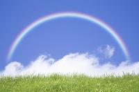 青空と雲と草原と虹