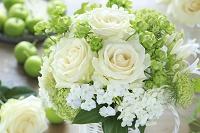 白いバラのアレンジメント