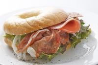 ベーグルのサンドイッチ