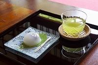 和菓子と冷茶