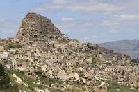 トルコ カッパドキア ウチヒサール城とウチヒサールの村